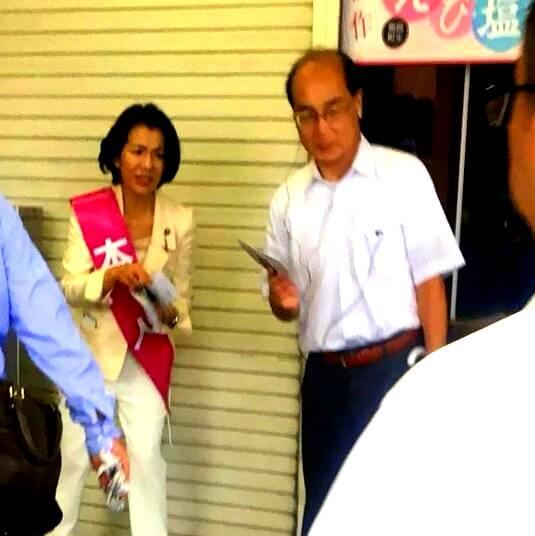 自分の隣にハゲを置く豊田真由子議員