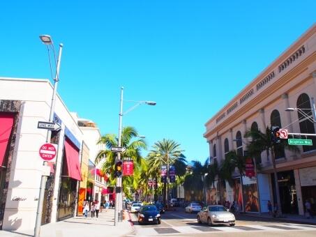 晴れ渡るロサンゼルスのストリート
