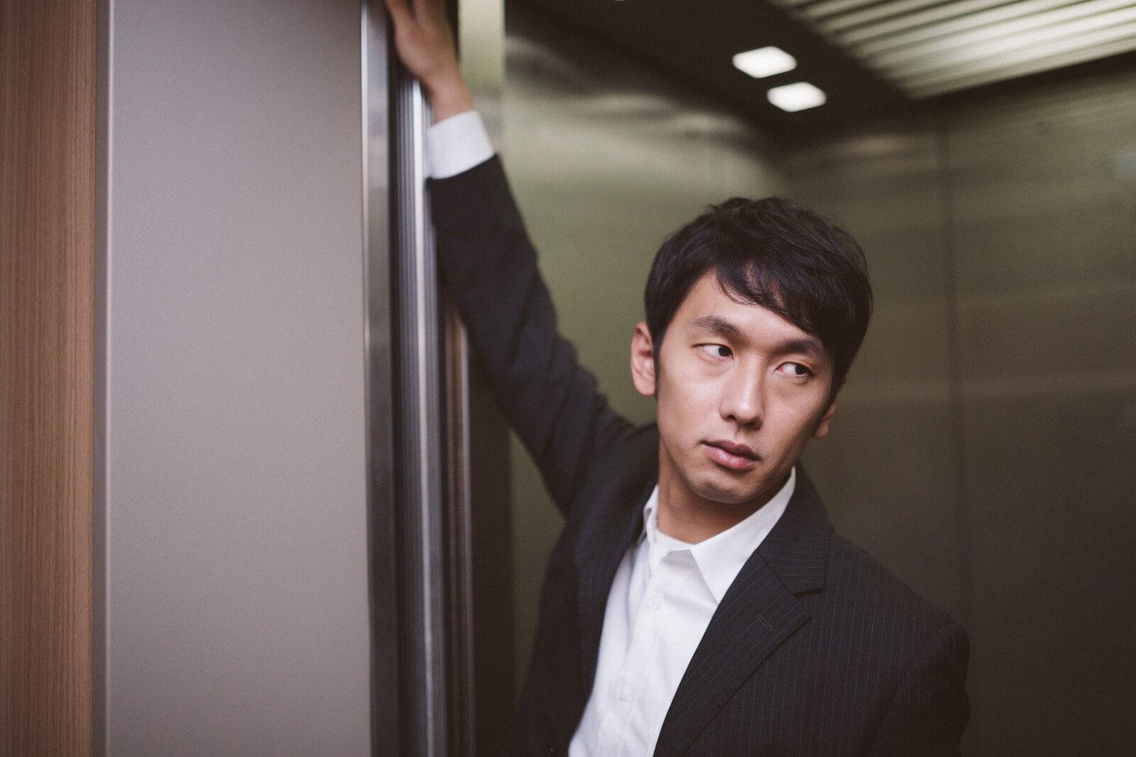 エレベーターにて「どうぞ」