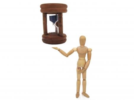 浮遊する砂時計と人間