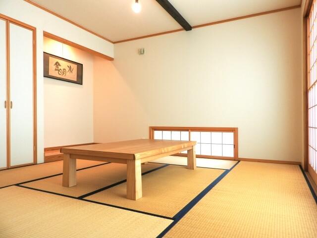 和室にて「どうぞくつろいでください」
