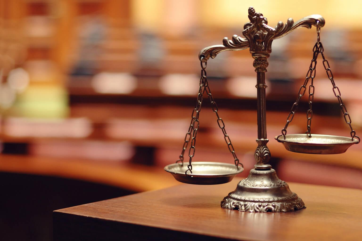 海外の裁判所の天秤