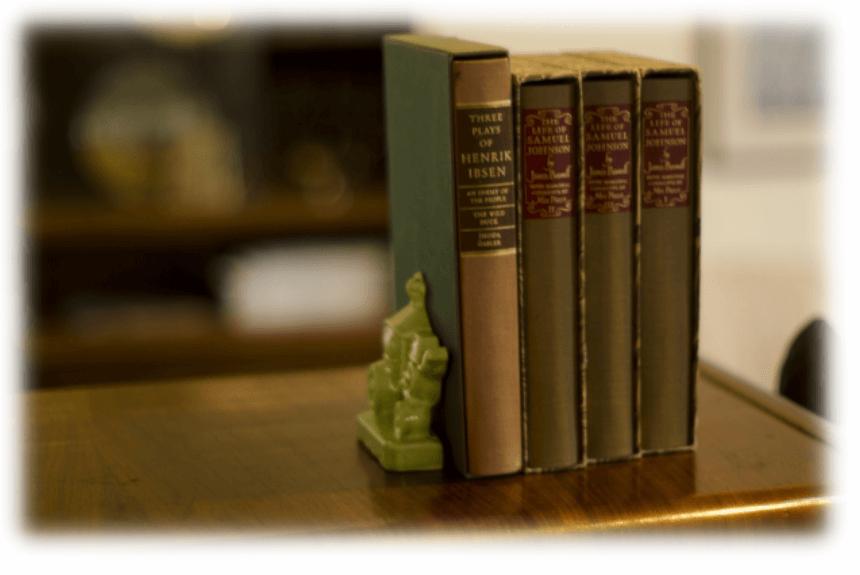 古びた小奇麗な洋書